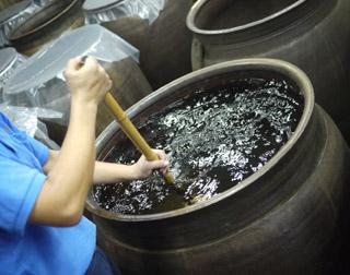 貯蔵甕の攪拌