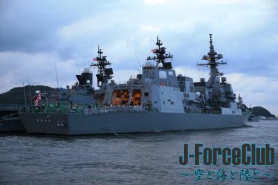 121008 観艦式予行「あきづき」-02