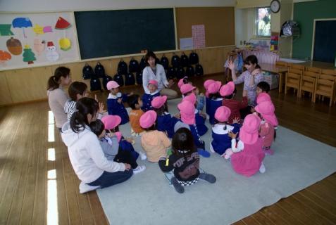 2006-11-07 25年度4月8日新入園児1日目 003 (800x536)