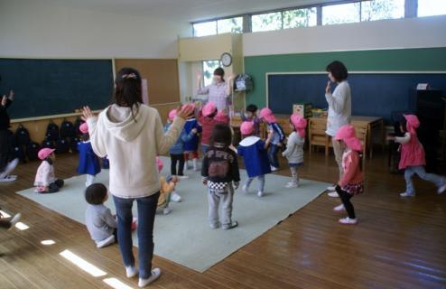 2006-11-07 25年度4月8日新入園児1日目 015 (800x518)