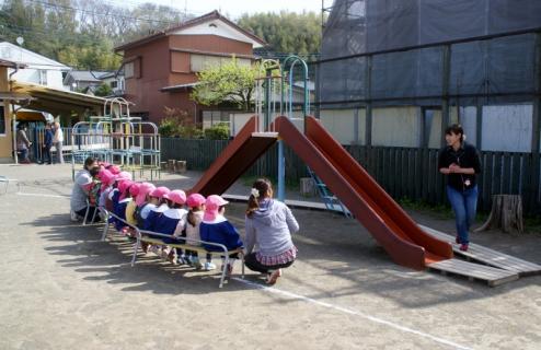 2006-11-08 25年度2日目4月8日遊具指導、小学生来園 001 (800x518)