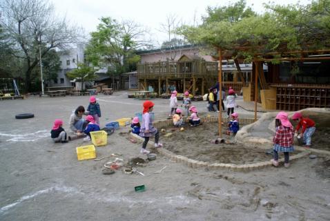 2006-11-09 25年4月10日遊具、1年生 018 (800x535)