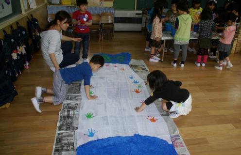 2006-11-16 25年4月17日年長鯉のぼり制作 011 (800x516)
