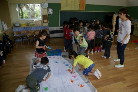 2006-11-16 25年4月17日年長鯉のぼり制作 016 (800x536)