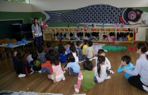 2006-11-16 25年4月17日年長鯉のぼり制作 020 (800x517)