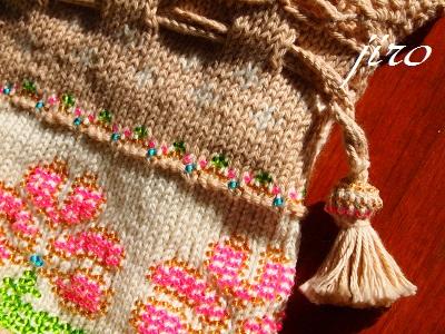 ビーズ編みバッグ-ラトビアミトン模様の乙女巾着