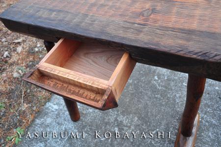 杵脚のコーヒーテーブル