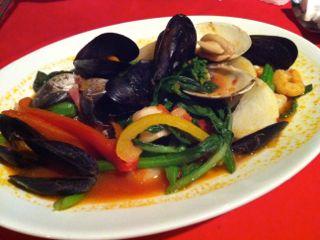魚介と大和野菜のワイン蒸し