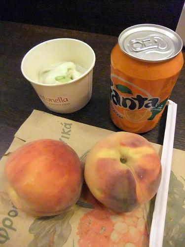 アテネ_屋台で買った桃