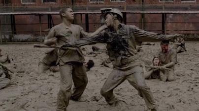 泥まみれの乱闘