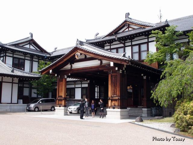 奈良ホテル本館玄関