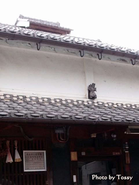 屋根の上の神さん