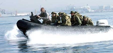 米海兵隊とのボート操縦訓練450