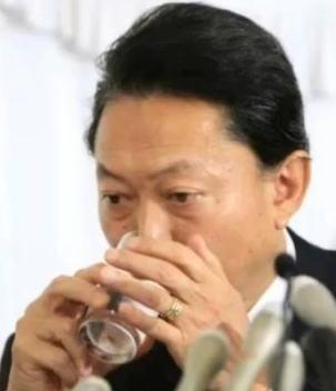 鳩山の水の飲み方