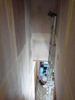 階段室ベニア下地パテ処理