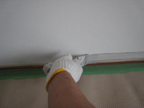 ソフト巾木の接着剤塗布