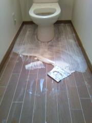 トイレの接着剤塗布