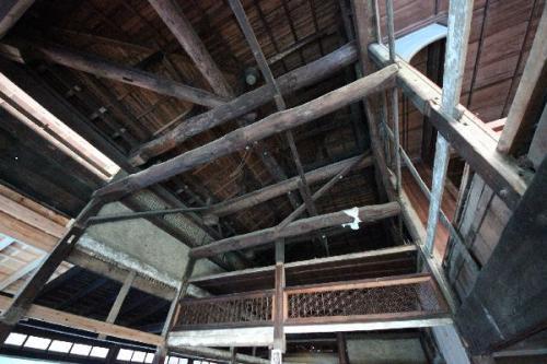 埼玉の旧家の屋根裏梁組