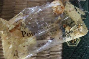 食いちぎったお菓子の袋
