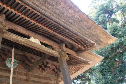上総国分寺薬師堂の茅葺き屋根の軒