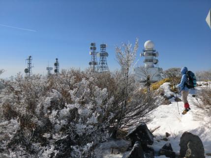 山頂のアンテナ群