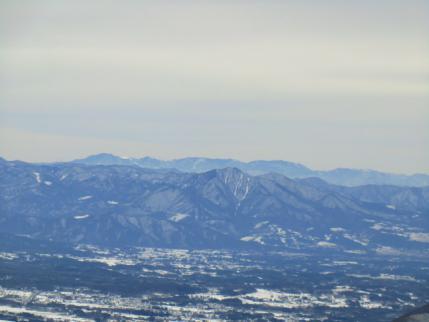 茅ヶ岳、奥に大菩薩嶺