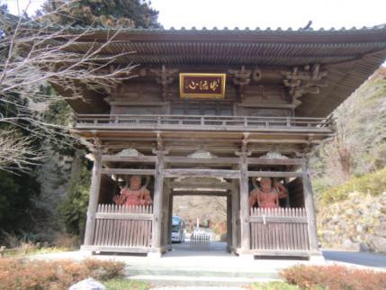 出流山満願寺の山門