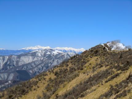 山頂の後方は北ア