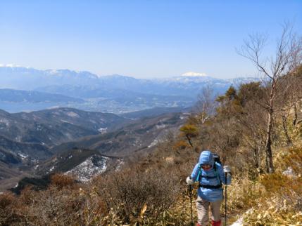 御嶽山、諏訪湖、中央アルプスを背後に