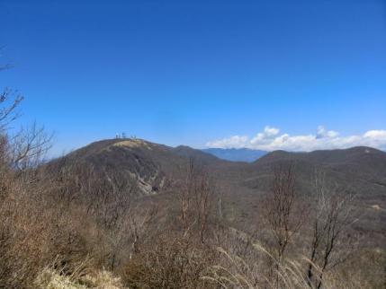 地蔵岳と長七郎山、間に袈裟丸山
