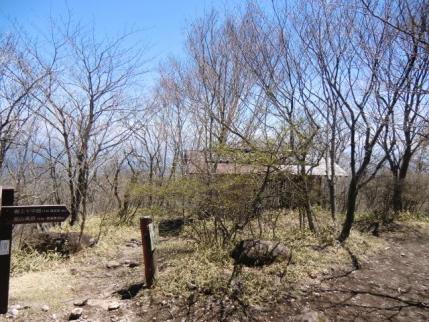 南尾根の避難小屋