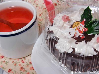 ざくろティと一緒にクリスマスケーキ