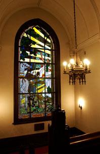 図書館旧館のスティンドグラス(原画:和田英作