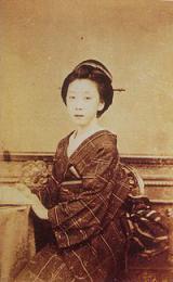 楢崎龍であるとされた女性の写真。明治5年頃撮影。
