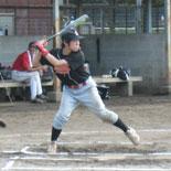 2回表、本橋が満塁走者一掃の3点適時三塁打を放つ