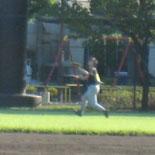 4回裏、信夫が右中間の飛球を好捕