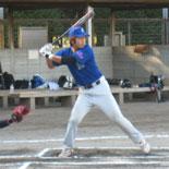 1回表、先頭の鎌田が安打で出塁