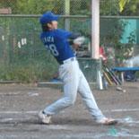 6回表、鎌田が二塁打を放つ