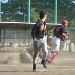 1回裏、田中に続き一塁走者の岡も一気に生還