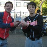 通算400安打記念セレモニーで記念ワッペンを受け取る田中