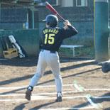 1回表、先頭の信夫が安打で出塁