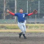 飛球をつかむ波田野三塁手