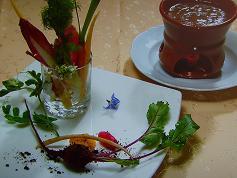 オリーブの土をまぶした近藤さんの野菜とバーニャカウダ