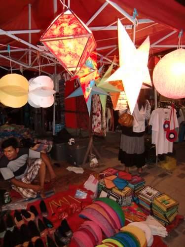 紙の傘電球