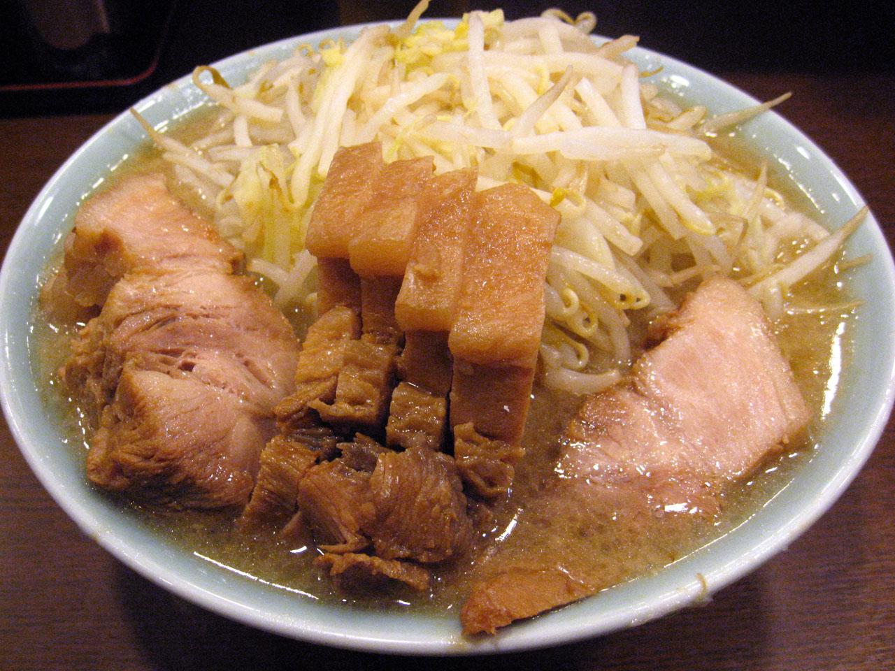 ラーメン二郎 池袋東口店「ぶた入りラーメン」を食す 3