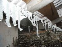 トタンの氷柱