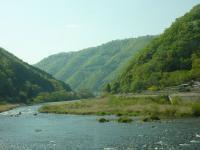 R180 吉備高原北端の深い谷間 高梁川との景観