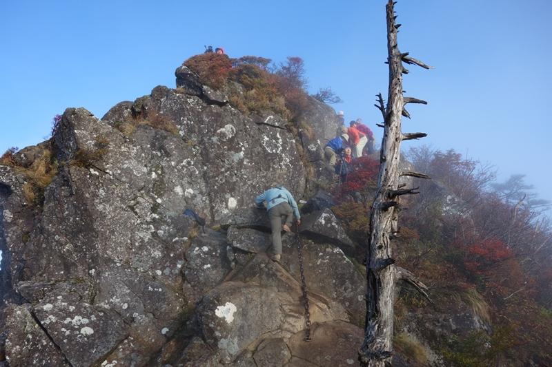 石鎚神社 正面の天狗岳へ 岩登り(12人) Fuちゃんカメラ