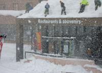 マウンテンセンター 雪降ろし風景