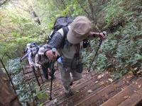 13:25 1段 1段 木製 階段を登る、